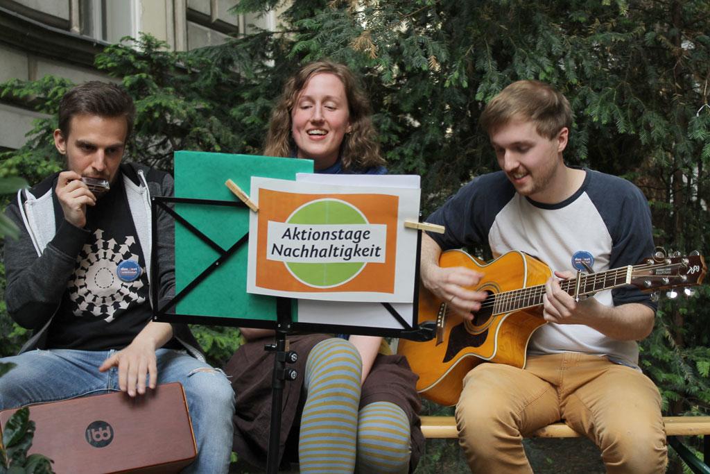 Aktionstage-Nachhaltigkeit_2015_Wien_Alsergrund_Den-Grünen-Durchgang-entdecken_Julia-Führer_©_BMLFUW